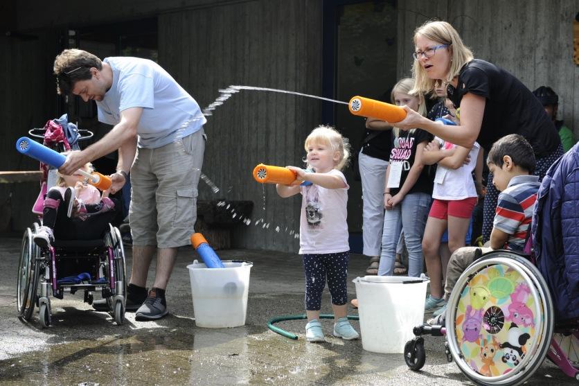 Bei diesem Wetter machen Wasserschlachten noch mehr Spass!