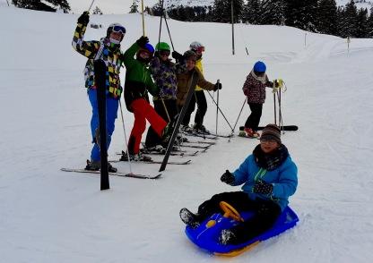auf Skiern und Schlitten